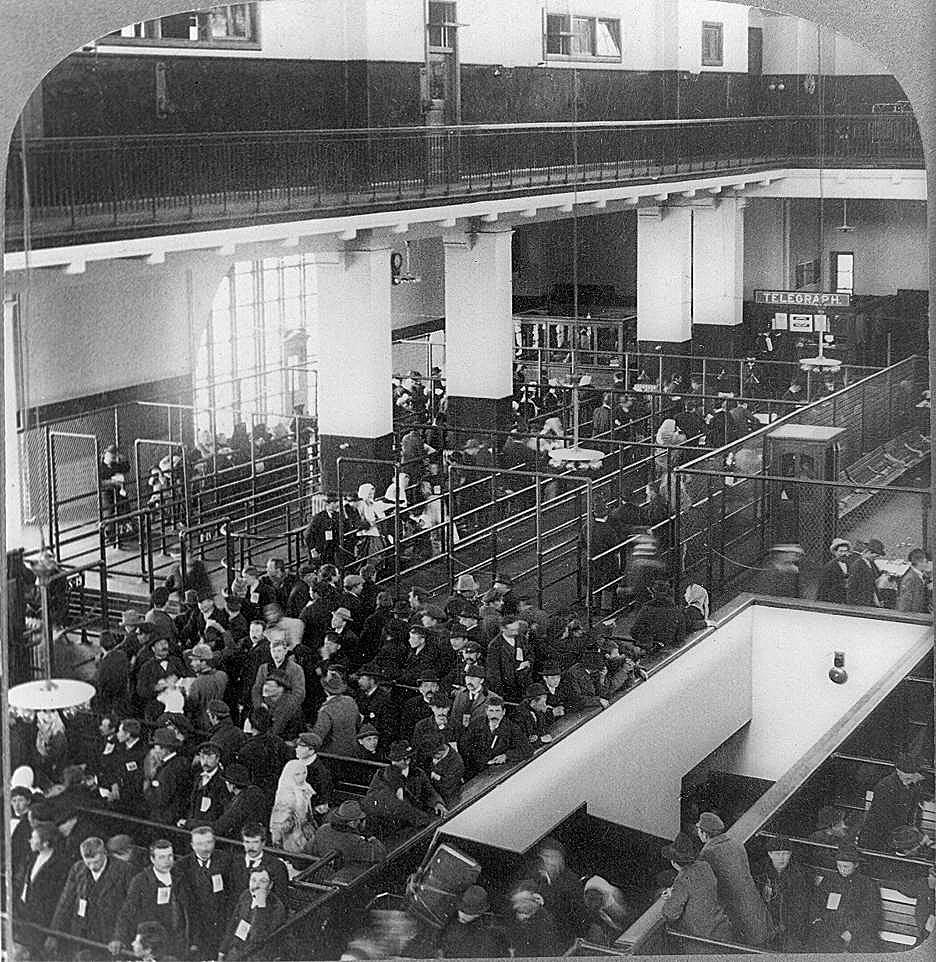 Inte ens under 1800-talets största amerikanska invandring finns det någon 35-årsperiod, där USA:s befolkning ökade med lika många procent som Sveriges efter 1980. Foto: Immigranter på Ellis Island 1904, Library of Congress, public domain